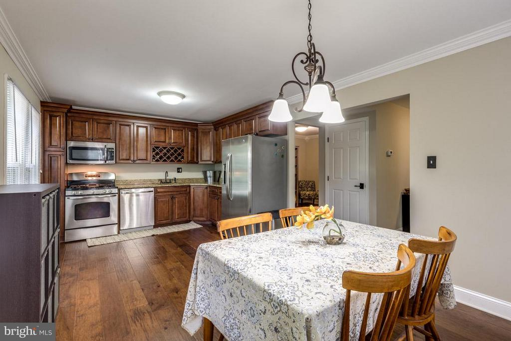 Kitchen - the heart of the home. - 11841 DUNLOP CT, RESTON