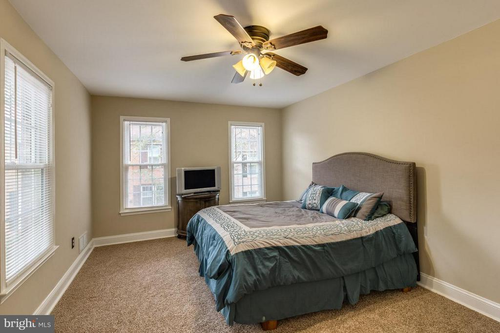 Open master bedroom bedroom with lots of light - 11841 DUNLOP CT, RESTON