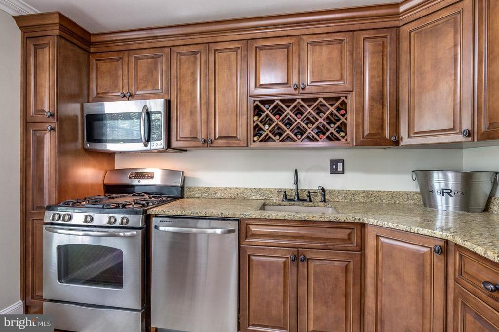 Kitchen w/ custom cabinetry and built-in wine rack - 11841 DUNLOP CT, RESTON