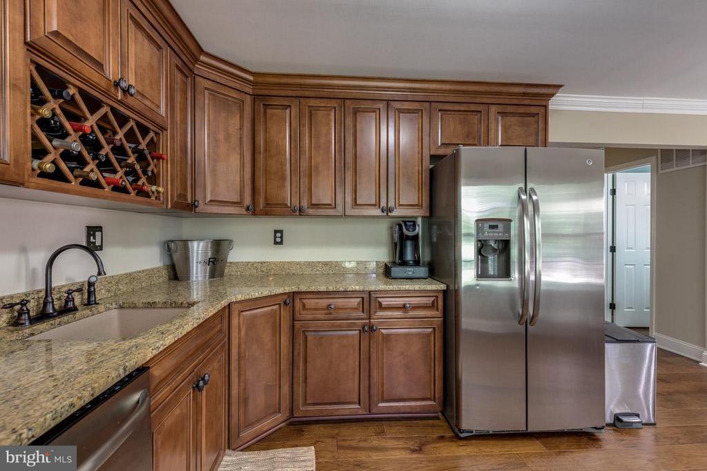 Kitchen - granite countertops - 11841 DUNLOP CT, RESTON