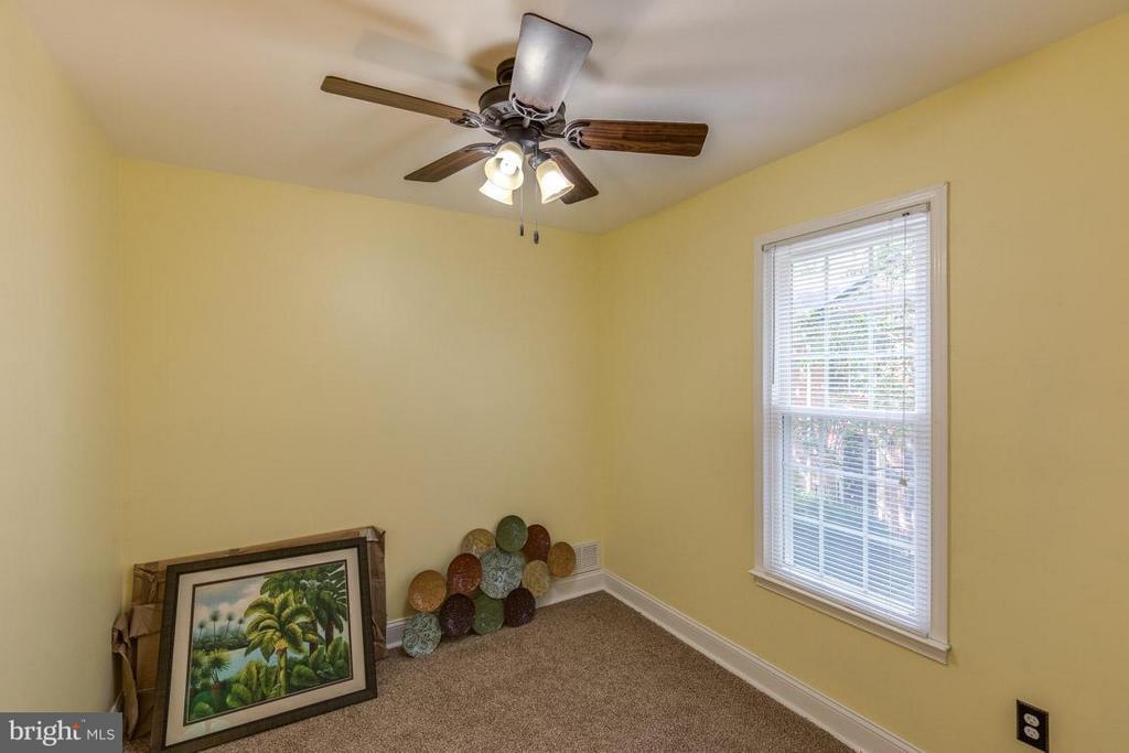 Third Bedroom can be office/ den or bedroom - 11841 DUNLOP CT, RESTON