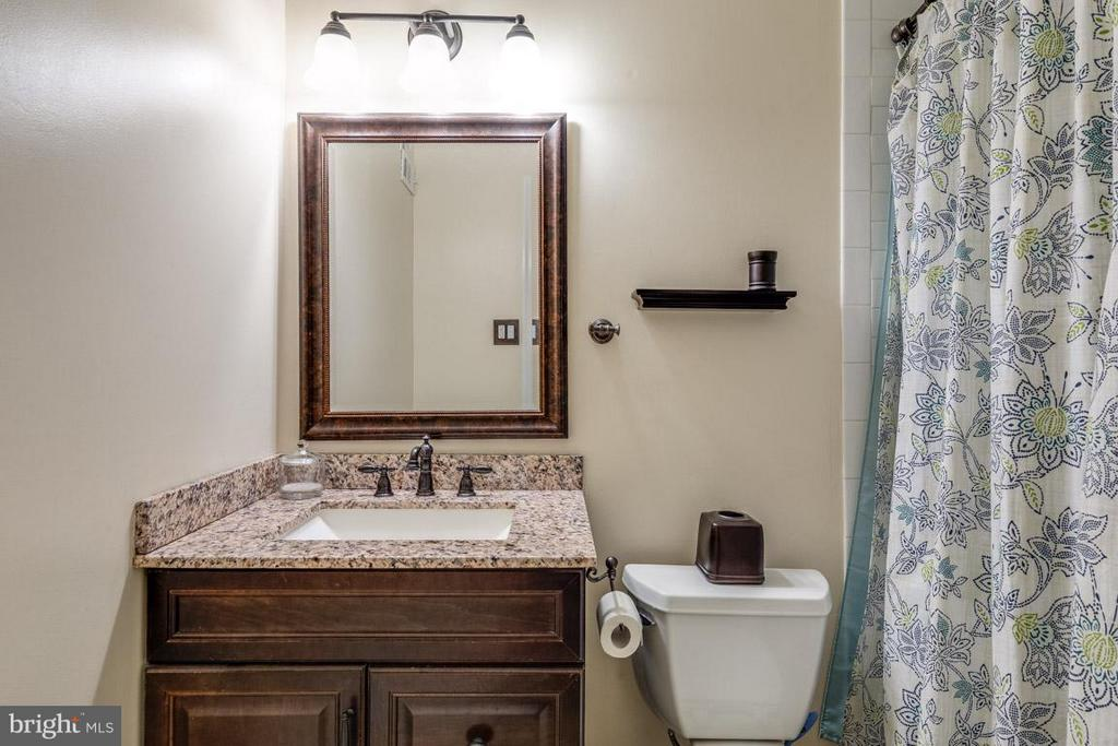 Second full bath upstairs - 11841 DUNLOP CT, RESTON