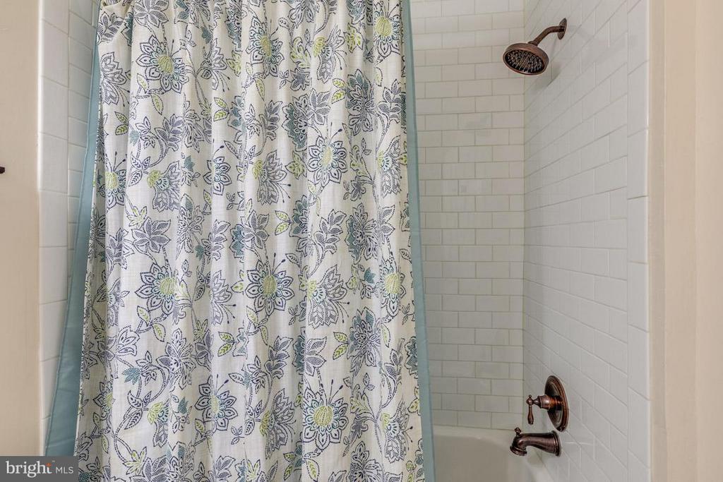 Second bath w/ white subway tile, lovely fixtures - 11841 DUNLOP CT, RESTON