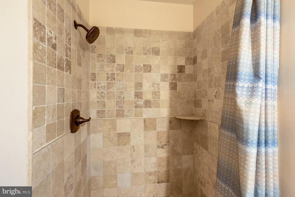 Gorgeous master shower with custom tiles - 11841 DUNLOP CT, RESTON
