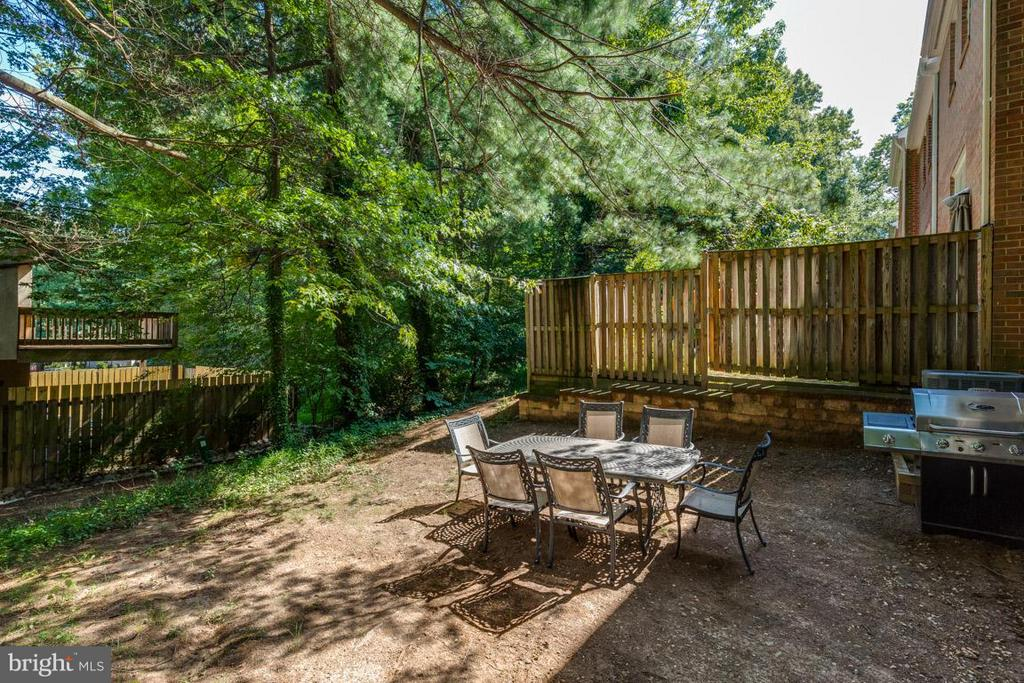Backyard perfect for entertaining ! - 11841 DUNLOP CT, RESTON