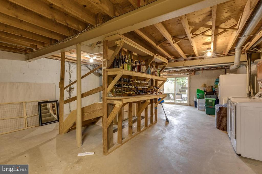 Basement waiting for your personal touches. - 11841 DUNLOP CT, RESTON