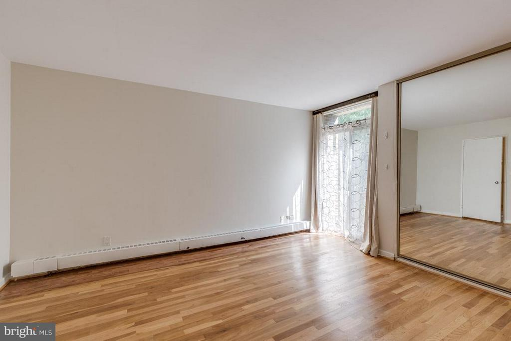 Master bedroom with hardwood floors - 292 M ST SW #292, WASHINGTON