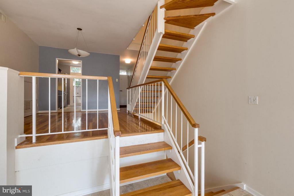 Stylish floating staircases - 292 M ST SW #292, WASHINGTON