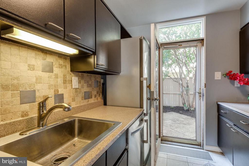 Kitchen w/ newer sink, appliances and backsplash - 292 M ST SW #292, WASHINGTON