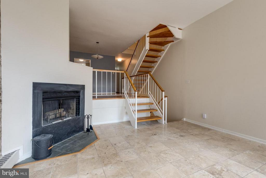 Wood burning fireplace in LR for cozy winters - 292 M ST SW #292, WASHINGTON