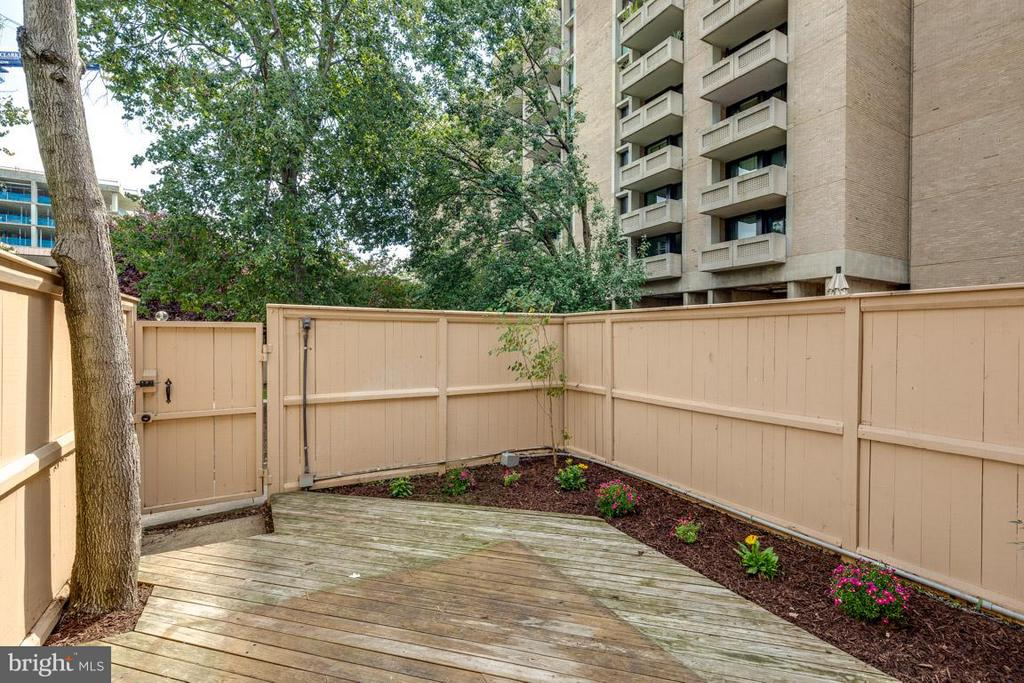 Your private backyard for grilling in summer - 292 M ST SW #292, WASHINGTON