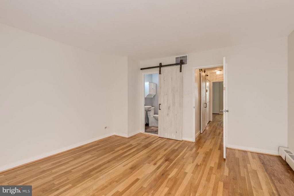 Sliding barn doors lead to your en suite - 292 M ST SW #292, WASHINGTON