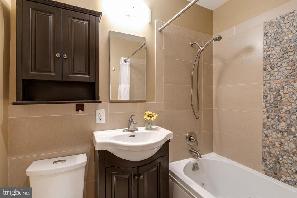 Second bathroom upstairs with soaking tub - 292 M ST SW #292, WASHINGTON