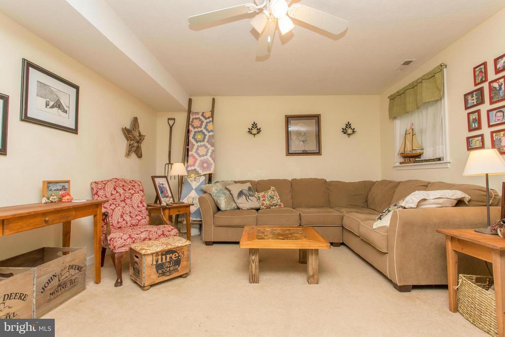 Family Room - 303 CLIPPERSHIP CV, STAFFORD