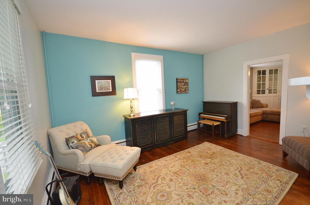 Living Room - 410 NURSERY AVE, PURCELLVILLE