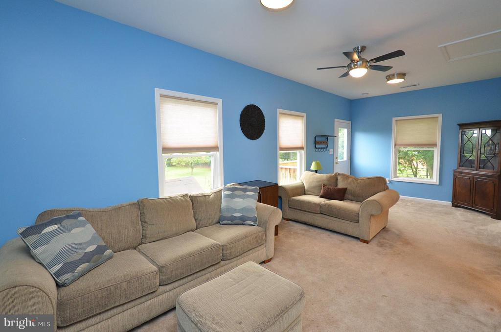Family Room in Carriage House - 410 NURSERY AVE, PURCELLVILLE