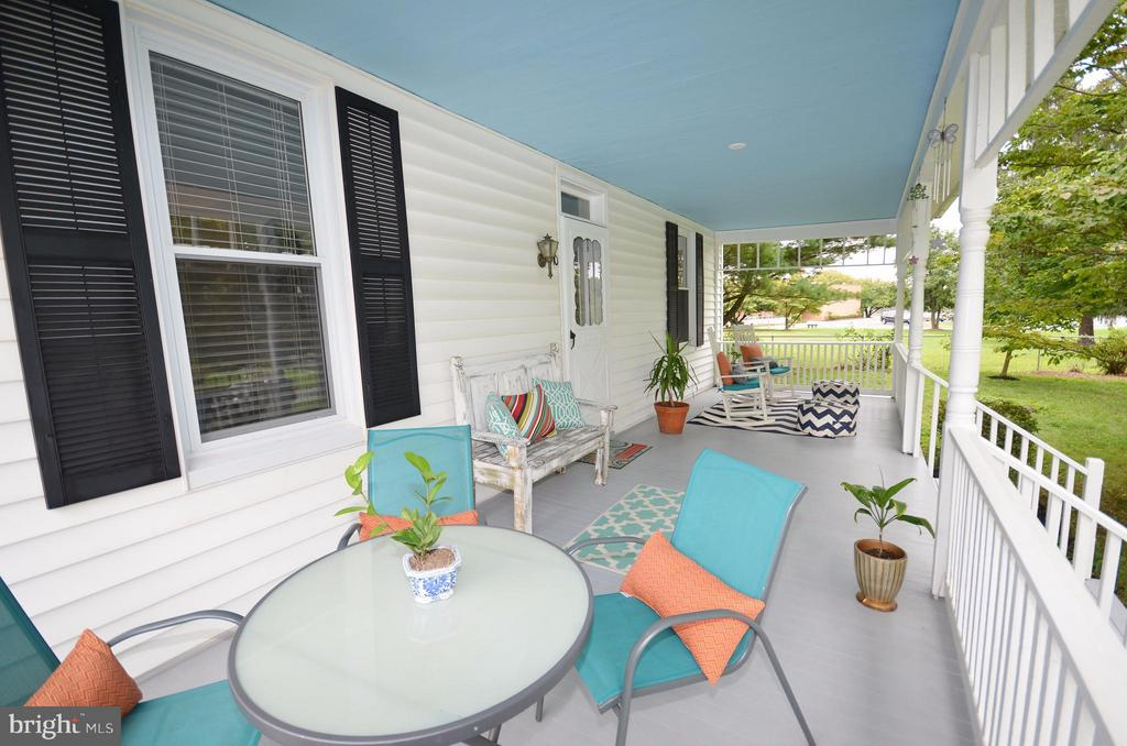 Large Front Porch - 410 NURSERY AVE, PURCELLVILLE