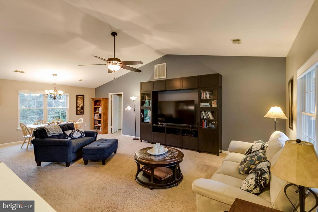 Living Room - 7423 SHAMROCK CT, WARRENTON