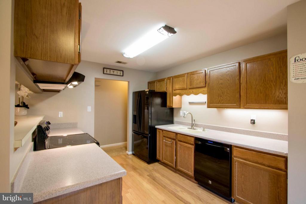 Kitchen - 7423 SHAMROCK CT, WARRENTON