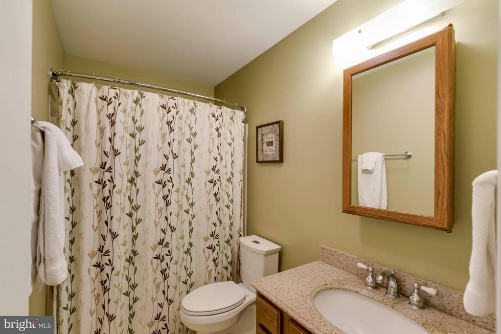 Bath - 7423 SHAMROCK CT, WARRENTON