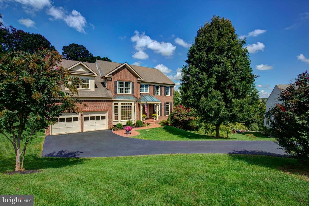 Stunning Estate on almost an acre - 609 BEAUREGARD DR SE, LEESBURG