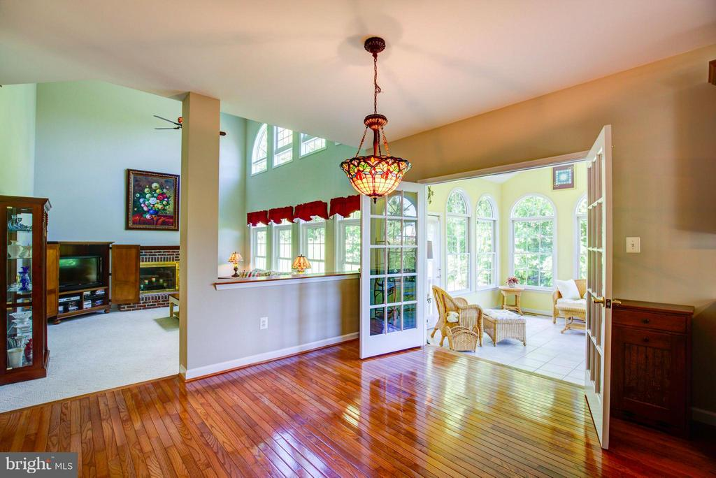 Kitchen breakfast nook - 609 BEAUREGARD DR SE, LEESBURG