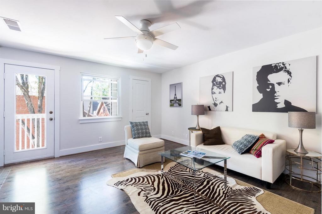 Living Room - 10721 HAMPTON MILL TER #212, ROCKVILLE