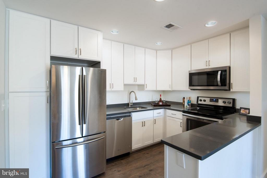 Kitchen- everything brand-new never used. - 10721 HAMPTON MILL TER #212, ROCKVILLE