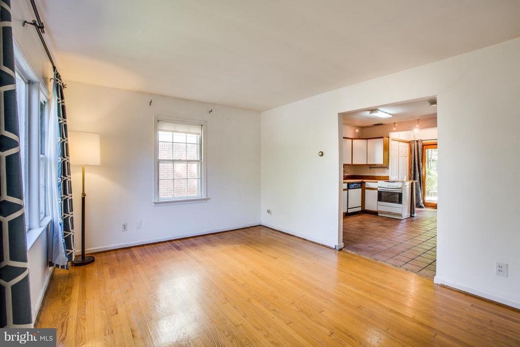 Living Room - 810 MARYE ST, FREDERICKSBURG