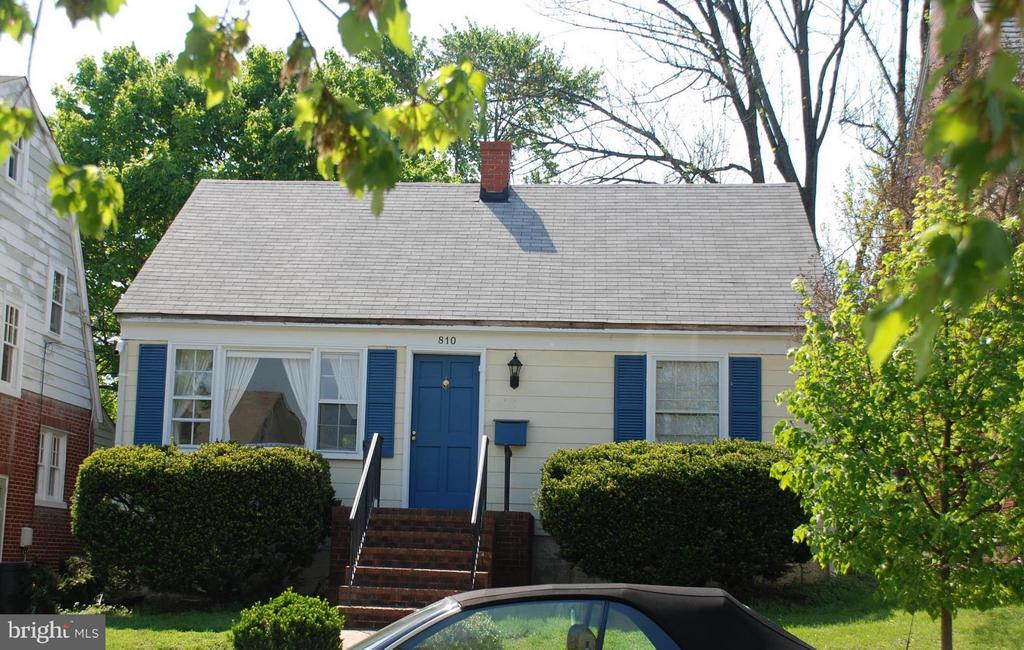 All trimmed up from a few years ago! - 810 MARYE ST, FREDERICKSBURG