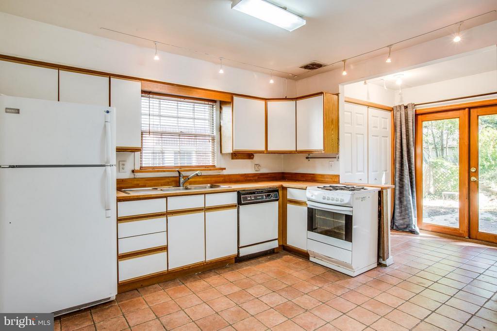 Kitchen - 810 MARYE ST, FREDERICKSBURG