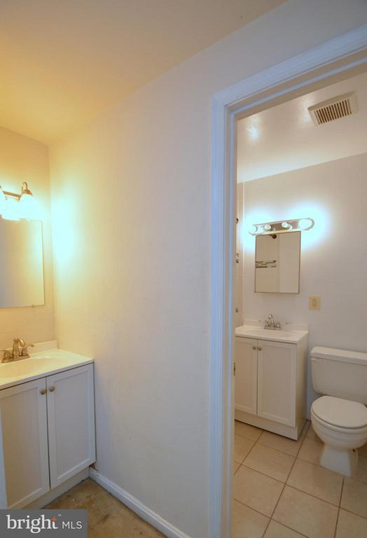 Upstairs Bath - 4424 LONGWORTHE SQ, ALEXANDRIA