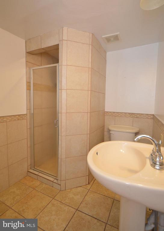 Bath (Master) - 4424 LONGWORTHE SQ, ALEXANDRIA