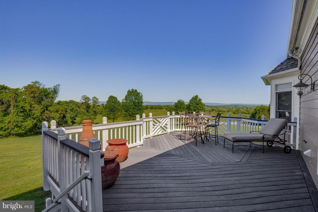 Deck w/ Beautiful Views! NEW ROOF, NEW SKYLIGHTS! - 40671 HANNAH DR, WATERFORD
