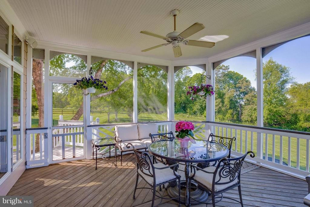 Screened porch w/ In Wall Speaker System - 40671 HANNAH DR, WATERFORD