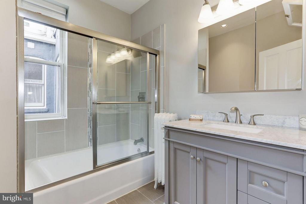 Owner's Unit Bathroom - 1105 P ST NW, WASHINGTON