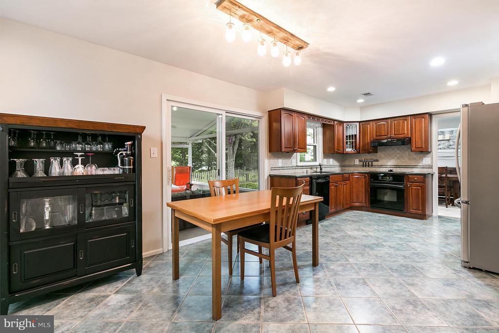 Open floor plan. - 12396 ROCK RIDGE RD, HERNDON