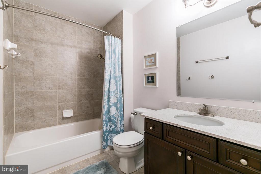 Upper level second bathroom. - 12396 ROCK RIDGE RD, HERNDON