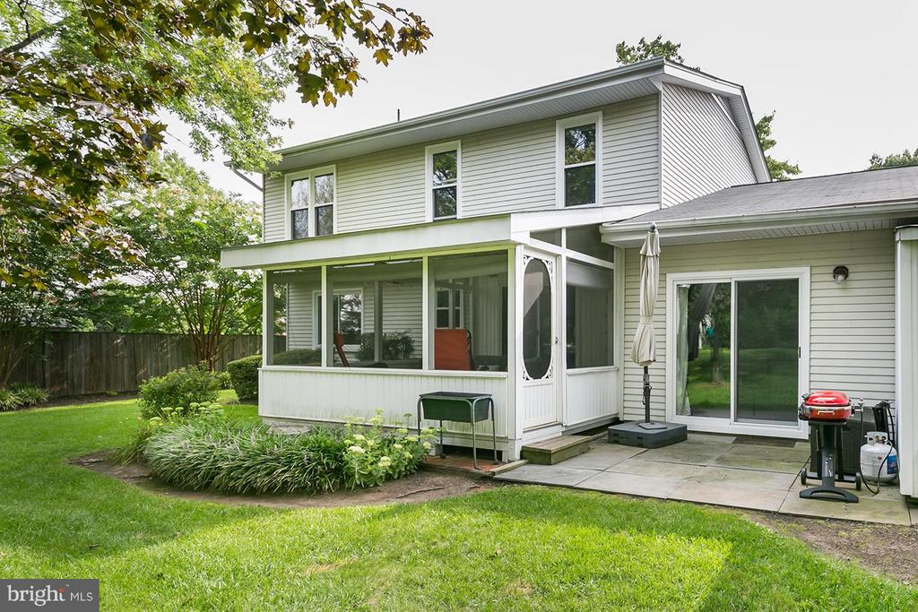 Walkout patio + access from screened-in porch too. - 12396 ROCK RIDGE RD, HERNDON