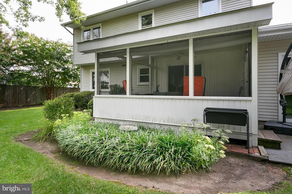 Exterior (Rear) - 12396 ROCK RIDGE RD, HERNDON