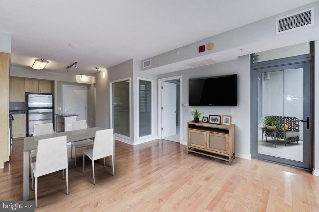 Living Room (4 of 4) - 475 K ST NW #711, WASHINGTON