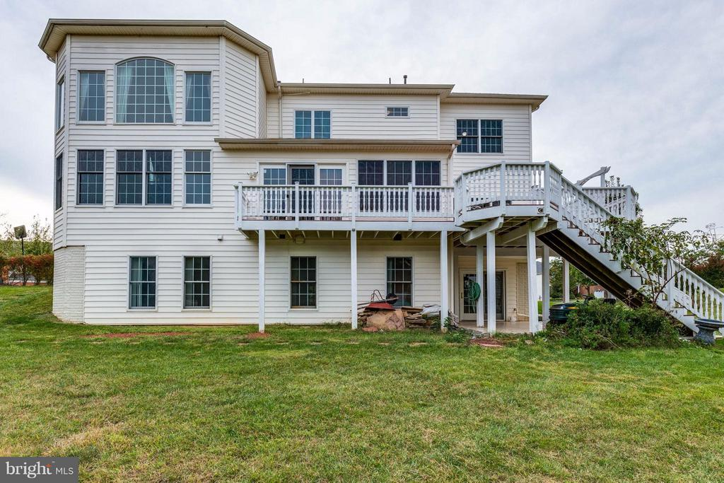 Notice lower level is above ground - 22728 DULLES GAP CT, ASHBURN