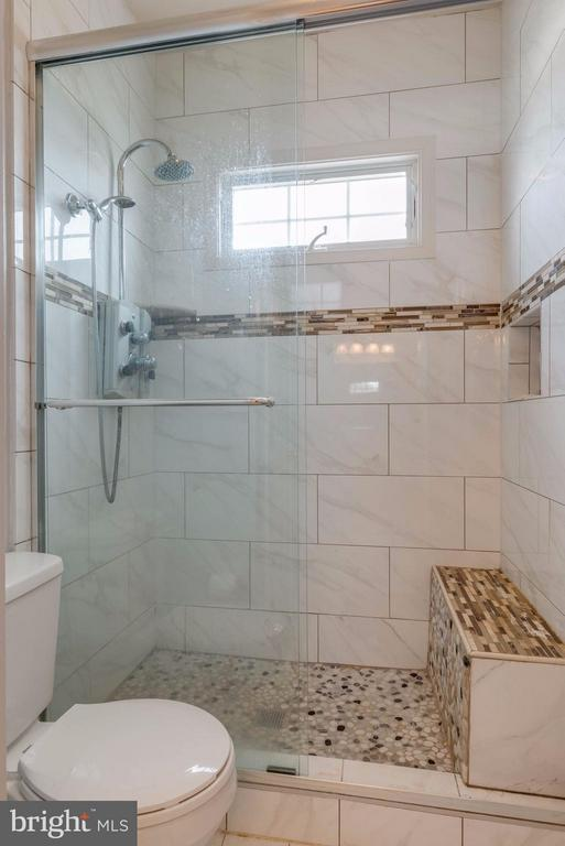 Notice the tile and sitting area - 22728 DULLES GAP CT, ASHBURN