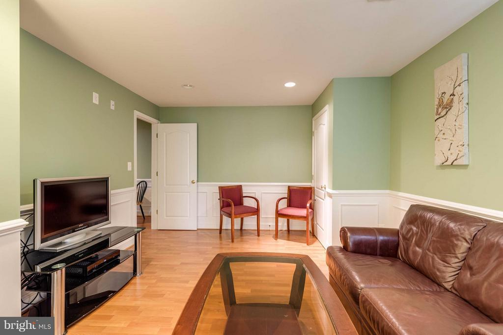 One of two sitting areas for mother in law suite - 22728 DULLES GAP CT, ASHBURN