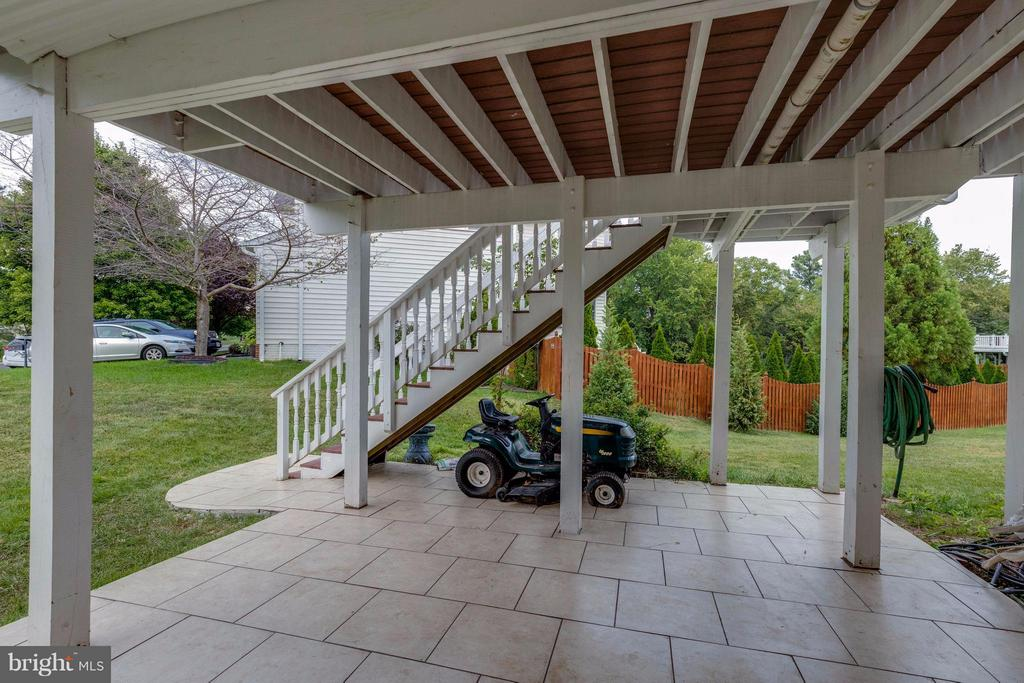 Patio off mother in law suite-separate entrance - 22728 DULLES GAP CT, ASHBURN