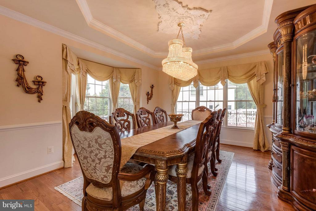 Spacious dining room with room for 8-10 people - 22728 DULLES GAP CT, ASHBURN