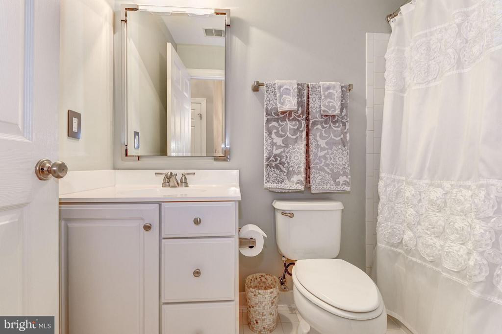 FULL BATHROOM #2 of 3 - 8022 KIDWELL TOWN CT, VIENNA
