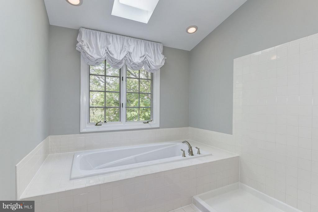 MASTER BATHROOM - FRAMELESS GLASS SHOWER, SEP. TUB - 8022 KIDWELL TOWN CT, VIENNA