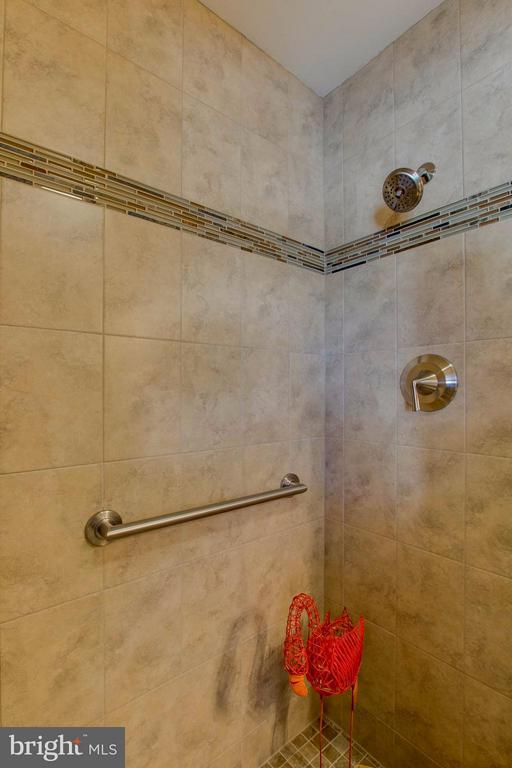 Tiled with rimless glass shower door - 5216 PORTSMOUTH RD, FAIRFAX