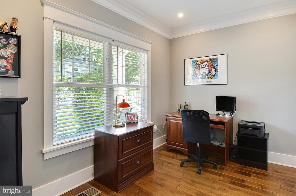 Main floor office-could also be used as a bedroom - 5656 5TH ST N, ARLINGTON